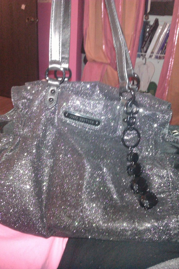 My new juicy couture purse I got that I'm in love with!