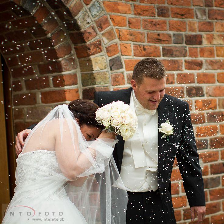 #Bryllup #Wedding #Bryllupsfotograf #Intofoto #Bryllupsfoto #Bryllupsfotografering #Hillerød #Nordsjælland #Vielse #Brudepar #Riskastning #Lille Lyngby Kirke