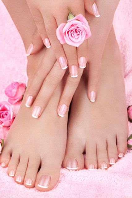 While at the salon, Leslie spent time with Melanie for a manicure and pedicure. Leslie is starting to become so pretty and feminine.