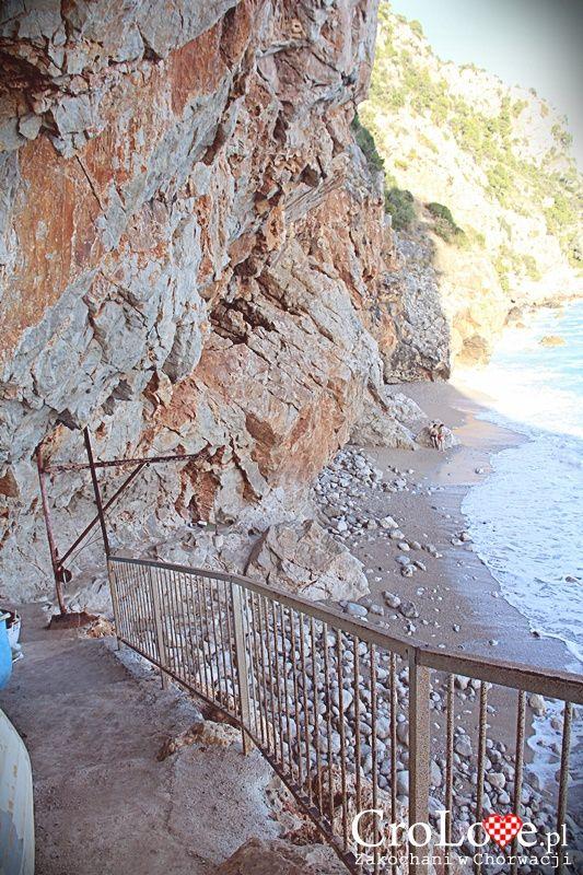 Ścieżka prowadząca klifem do plaży Pasjača || http://crolove.pl/konavoske-stijene-strome-klify-poludniowej-dalmacji/ || #KonavoskeStijene #Cliffs #Adriatic #Sea #PasjacaBeach #Croatia #CroatianBeach #Croatia2014 #Summer #Summer2014 #Travel #Chorwacja #Hrvatska