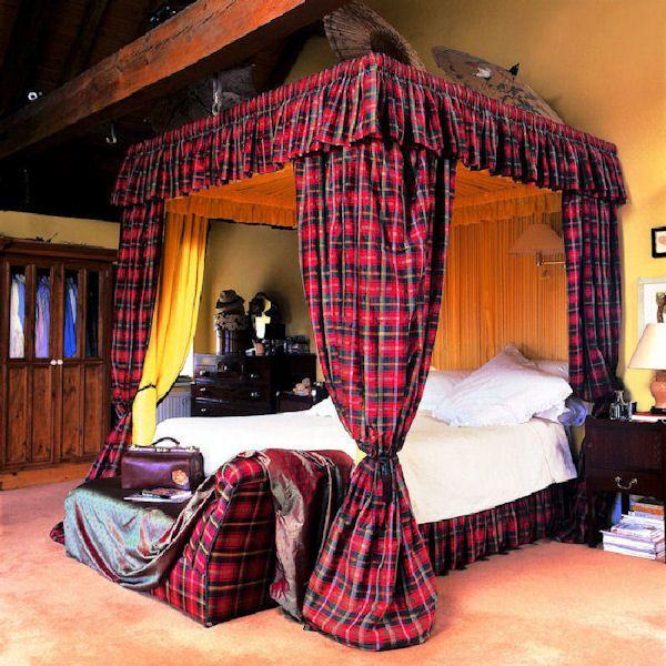 Scottish Tartan Canopy Bed - Just. Amazing.