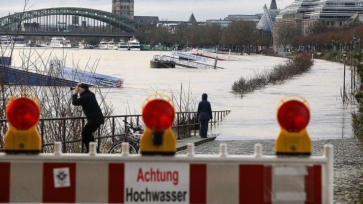 Lage im Süden entspannt sich langsam: Rhein-Pegelstände steuern auf Höchstwerte zu