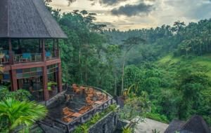 Located in Ubud, Udhiana Ubud Resort features an infinity pool with great views of the valley and lush greenery.