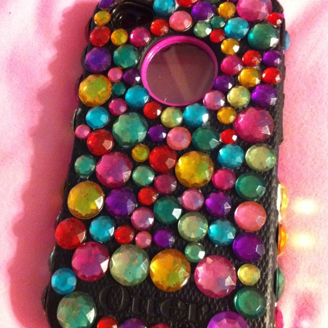 Bedazzled otter box<3
