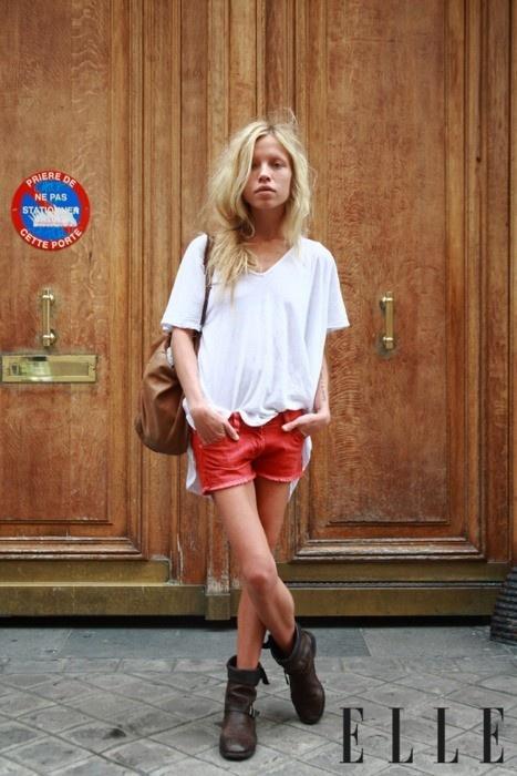 red denim shorts: Shorts Boots, Casual Summer, Red Jeans, Summer Style, Casual Shorts, Street Style, Coral Shorts, Red Shorts, Summer Clothing