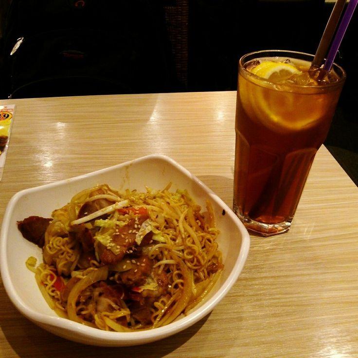 "我真的好愛吃""公仔麵""(i love hongkong noodles very much)"