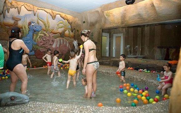 UN SPA para niños. Acercate a Terual con tus hijos y disfruta de un día en el agua con los niños. Los padres podrán acompañar a los más pequeños