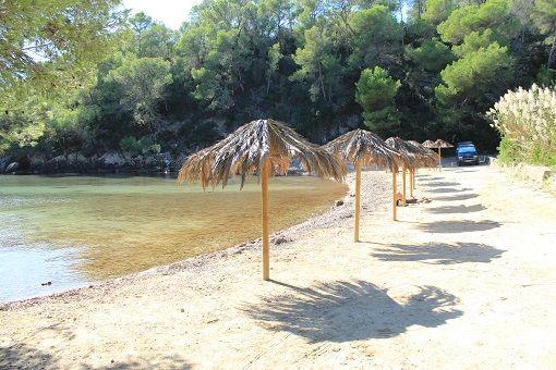 playa de cala mastella, ibiza conocida por el popular bigotes