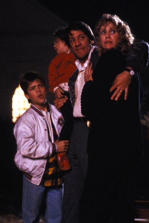 Still of Ashley Bank, Andre Gower, Stephen Macht and Mary Ellen Trainor in The Monster Squad (1987)