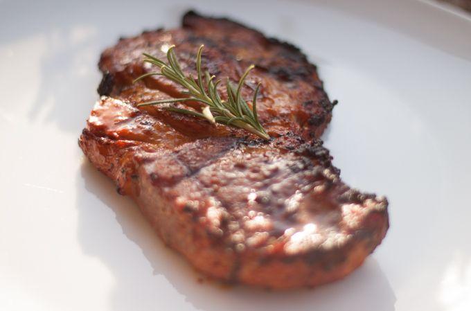Schweine Nacken Steak in Honig-Senf-Soja Marinade