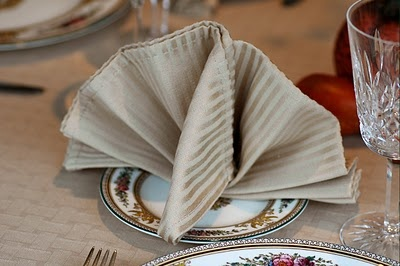 Turkey Napkin Fold for the Thanksgiving table.