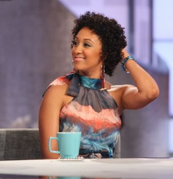Tamera Mowry Sports Her Curly Mane On The Real www.naturallymoi.com