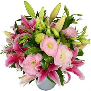 'Sweet Lizzie' - filled with fragrant #lilies and pretty #lisianthus blossoms. http://www.flyingflowers.co.nz/sweet-lizzie