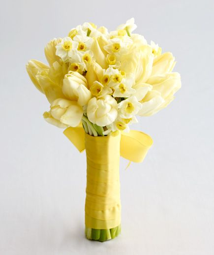 Find the perfect yellow or green bouquet to match your cool wedding palette.