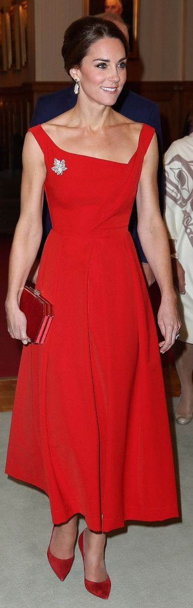 Pippa Middleton: Dress – Preen Shoes – Gianvito Rossi Earrings – Soru Jewelry
