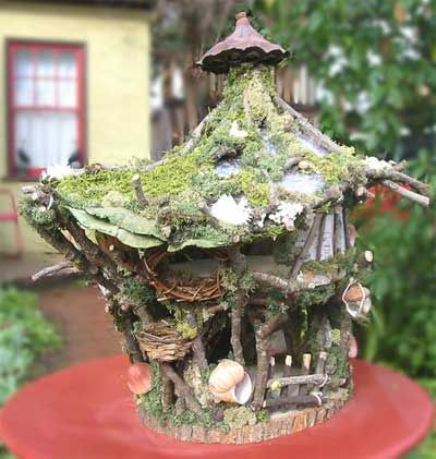I want to make a fairy house for my youngest. I love some ideas on this one.
