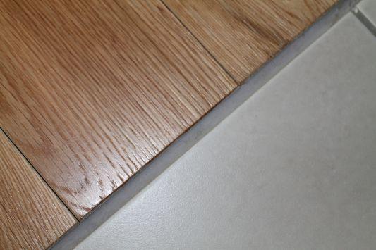 joint invisible entre parquet et carrelage messages n 30. Black Bedroom Furniture Sets. Home Design Ideas