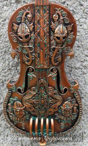 Работа Скрипка викинга автор Татьяна Сорокина, в технике Пейп-арт, Изделия из бумаги
