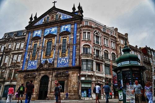 Calles_de_Oporto. Igreja dos Congregados, junto a Sao Bento, Porto, Portugal