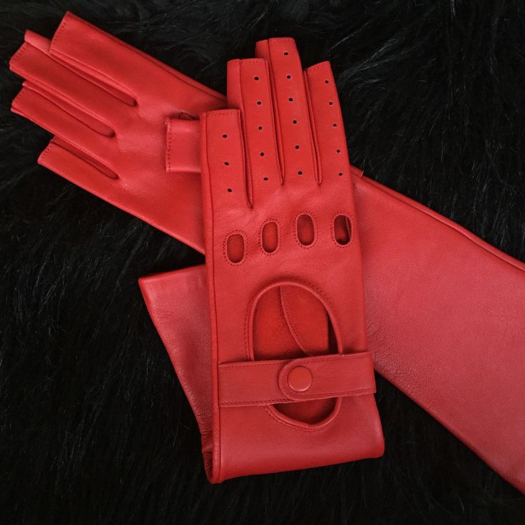 """FREE shipping for all items on  Strixart Accessories.  Use your coupon code """"Free332333"""" 🎂💕 #gloves #driving#leathergloves"""