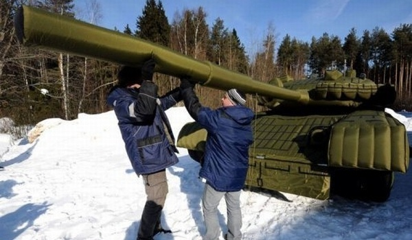 Although all tanks and missiles used by the Russians seem to be real, not all are what they seem. Army uses increasingly more inflatable replicas of real weapons, these baits were created in an attempt to embarrass potential enemies.