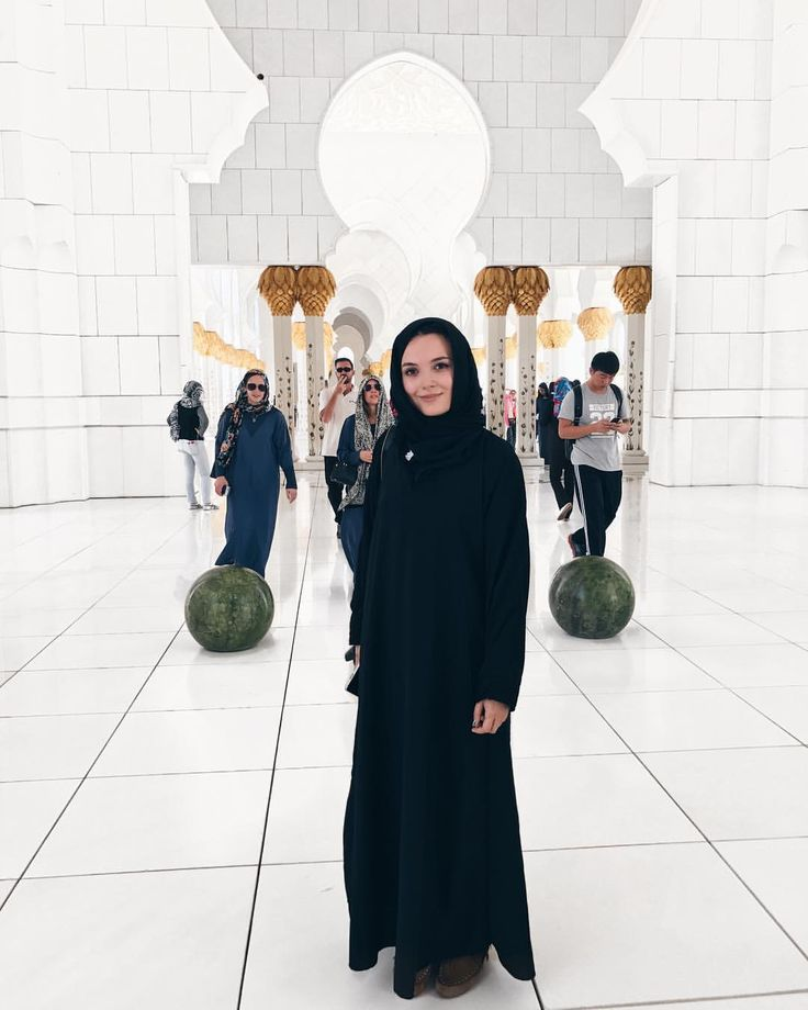 """55 Likes, 1 Comments - Iulia Constantin GLammYdiy.com (@giuly.ctin) on Instagram: """"In order to visit the mosque, you had 2 options : to wear a long sleeve jacket, long pants and a…"""""""