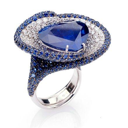 Fani , gioielli , or blanc , diamant, saphir.