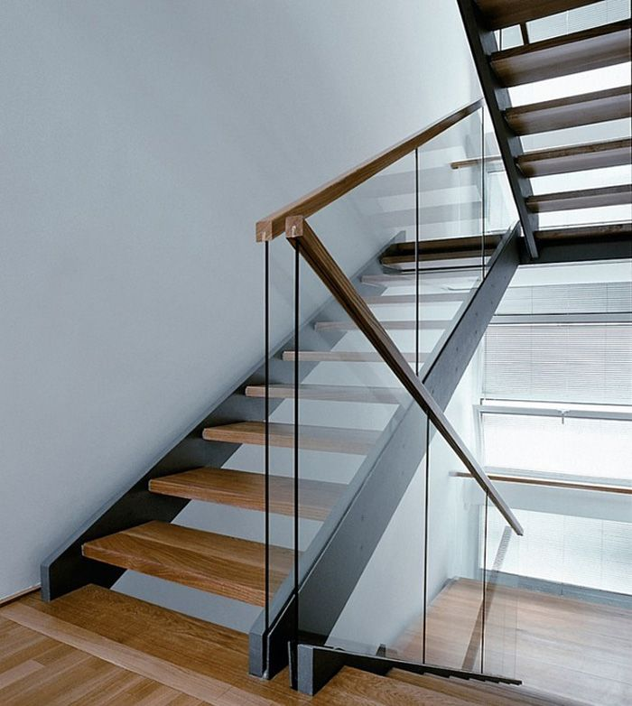 Best 25 glass stair railing ideas on pinterest glass for Modern house stairs