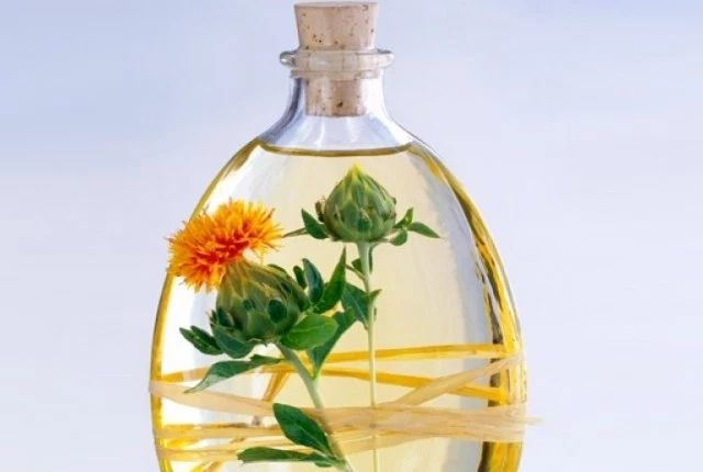 15 Health Benefits Of Using Safflower Oil