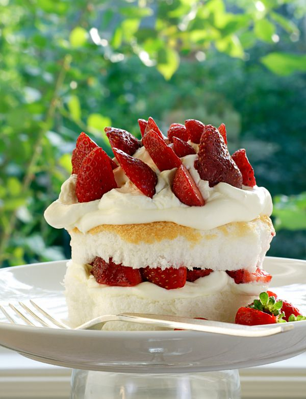 life is delicious: strawberry shortcake {recipe on site}