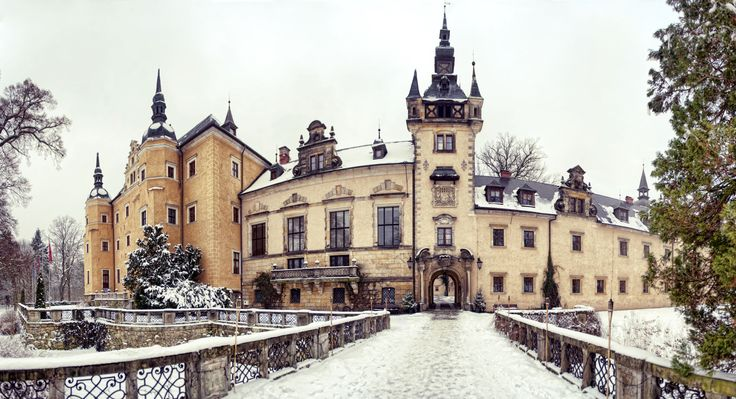 The wonderful Kliczkow Castle in wintertime. Lower Silesia, Poland.