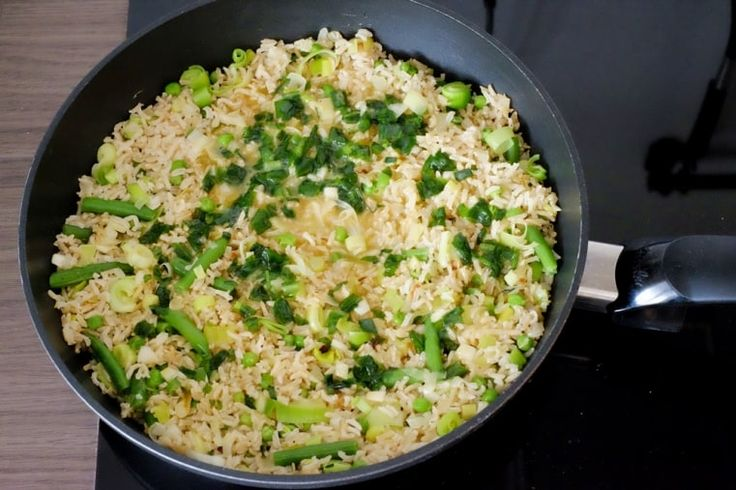 Unser Rezept für gebratenen Eierreis ist ein einfaches, aber immer wieder schmackhaftes Gericht.