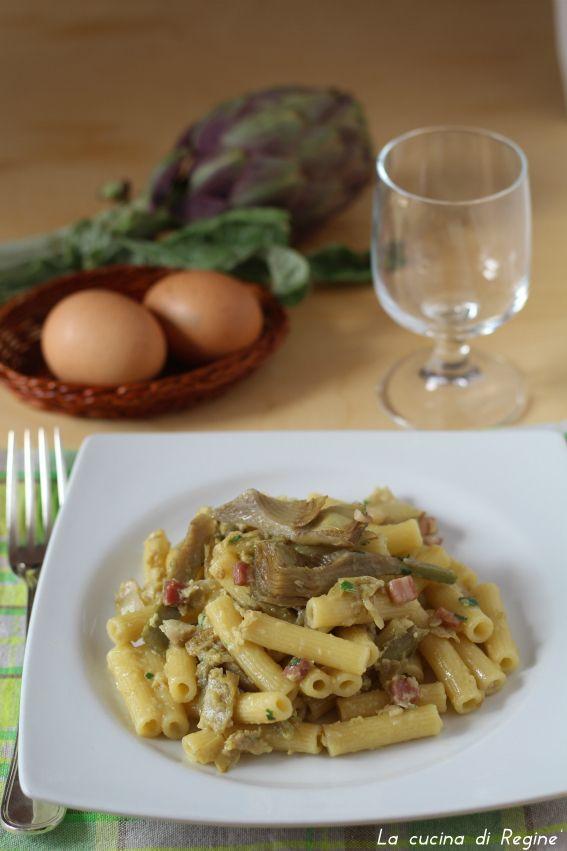 Carbonara con carciofi e pancetta un primo piatto dal sapore unico e particolare. Sostanzioso, da considerarsi piatto unico