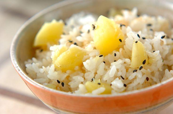 ほっくり甘いサツマイモ入りです。サツマイモの雑穀ご飯[和食/ご飯もの(寿司、ご飯、どんぶり)]2007.09.10公開のレシピです。