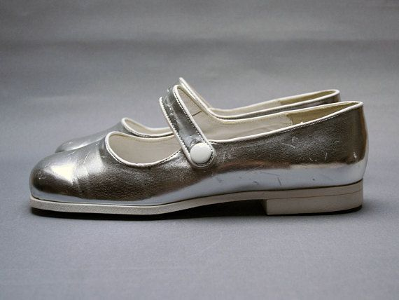 Vintage 1970s COURREGES mary jane shoes Silvery leather Size