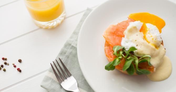 Recette de Raclette à la mozzarella pour duo de saumon fumé et oeuf poché. Facile et rapide à réaliser, goûteuse et diététique.