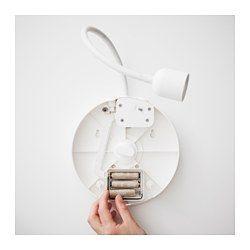 IKEA - BLÅVIK, Wandleuchte mit Spiegel, LED, , Ohne Bohren leicht anzubringen. Entweder mittels Saugnapf, selbstklebender Rückseite oder mit Schrauben.Bietet zusätzliche Beleuchtung und einen Vergrößerungsspiegel; ideal zum Rasieren oder Make-up-Auflegen.Leicht nach Wunsch zu platzieren, da durch Batteriebetrieb keine Elektroinstallation erforderlich ist.Die Leuchte kann manuell oder Energie sparend mit der 15-Min.-Automatik ausgeschaltet werden.Dank des biegsamen Arms kann der Lichtkegel…