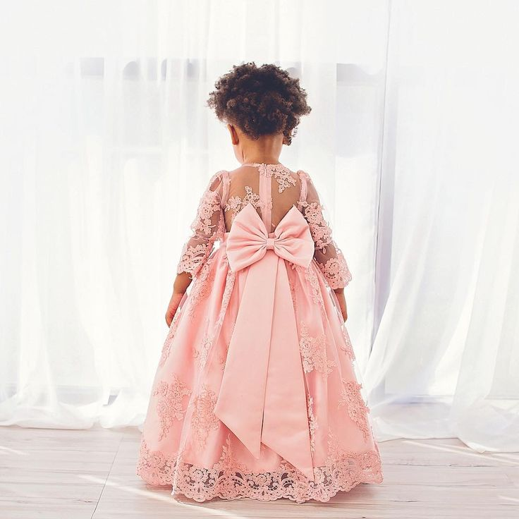 Cute Pink Ball Gown Flower Girl Dresses 2018 Lace Appliques Sheer Long Sleeves Kids Pageant Gowns Floor Length First Communication Dress