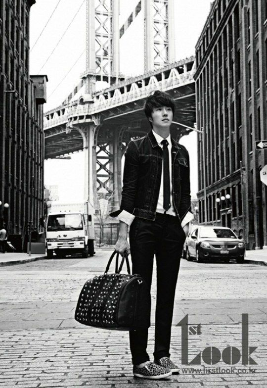 Jung Il-woo for 1st Look.  Oh nuthin', just standin' around with my absurdly huge bag, lookin' fierce.