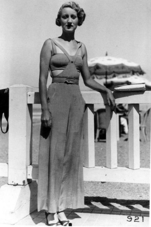 1930s beach beauty captured by the Seeberger Brothers