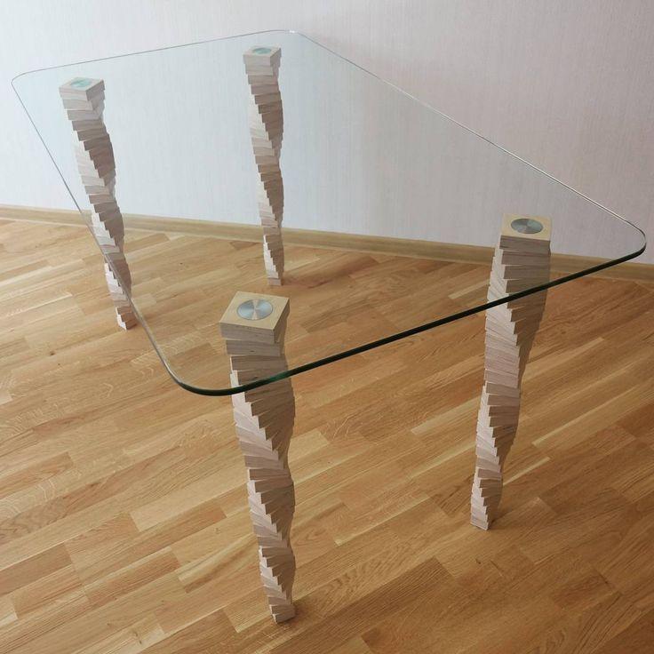 Элегантный стол с наборными ножками из березовой фанеры. Столешница — закаленное стекло. Ножки стола покрыты лаком на водной основе.