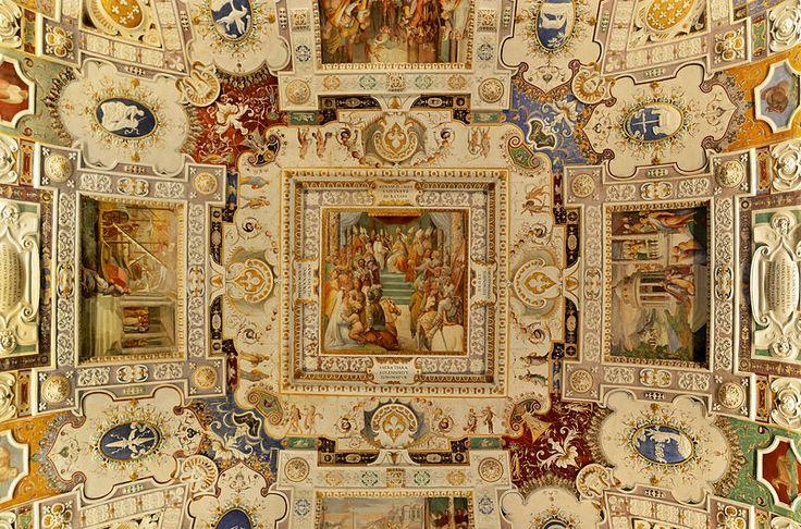 Fresco of settlement of Pope Paul III in Palazzo Farnese (Caprarola).Цуккаро,