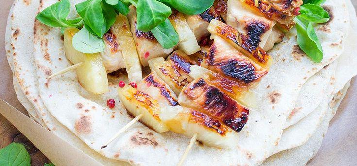 Szaszłyki w tortilli z kurczakiem i ananasem #intermarche #grill #szaszłyk