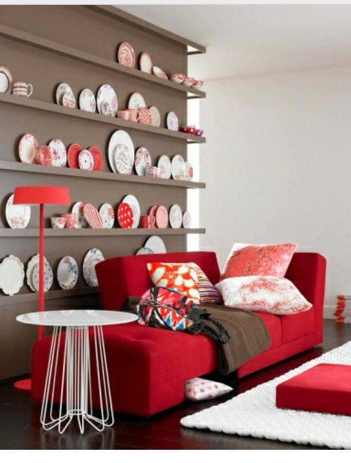 Rotes Sofa kombinieren