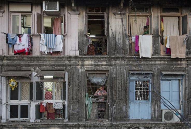 Un immeuble résidentiel ancien. Prix au mètre carré : 370 euros. Pour un studio de 18m², le loyer est de 177 euros, le prix d'achat 6 600 euros. Selon le rapport, le Maharashtra doit à la fois réorganiser ses villes surpeuplées et en construire de nouvelles afin d'accueillir un million d'habitants supplémentaires tous les ans.