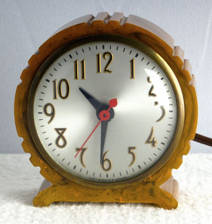 Art Deco Machine Age Butterscotch Catalin Electric Clock Excellent Running Cond.