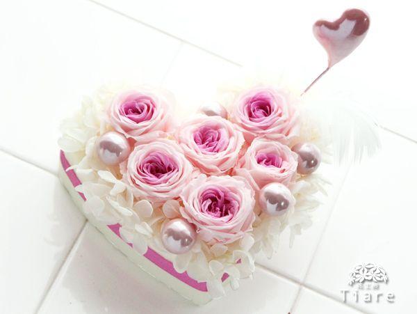 プリザーブドフラワー教室 2015年1月のレッスン『バレンタイン』 中級はハート型のフラワーケーキ♡ http://www.tiare-flowerschool.com