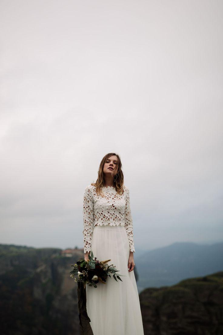 Bohemian bride | Winter cliffside elopement at Meteora, Greece