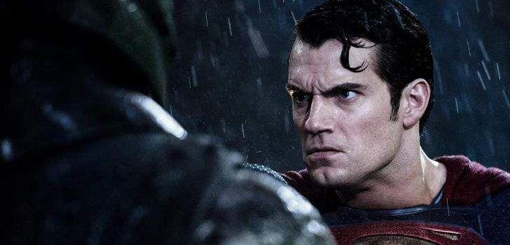 Contrariando especulações de um possível fracasso, foi noticiado que a grande batalha de titãs da Warner Bros e DC, Batman vs Superman: A Origem da Justiça, está fazendo números exuberantes na sua abertura para pré-venda de ingressos. Segundo a Deadline, foi noticiado que o longa já lucrou cerca de 25 milhões, superando os números das …