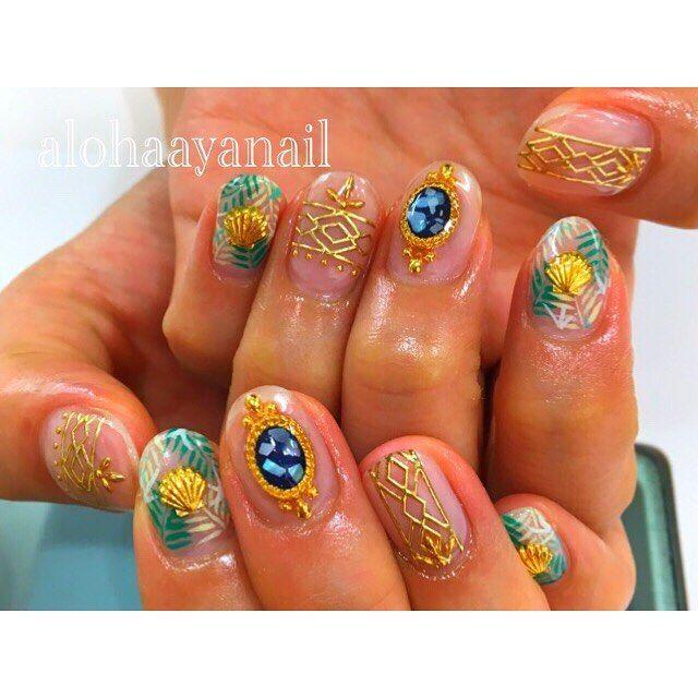 WEBSTA @ alohaaya26 - インスタからリピートしてきてくれてるさきちゃんのnail*ストーンは手作りパーツです大人っぽいボタニカルnailいつもありがとう✨**#ネイル#nail#nails#nailart#shell#シェル#ロココ#ボタニカル柄